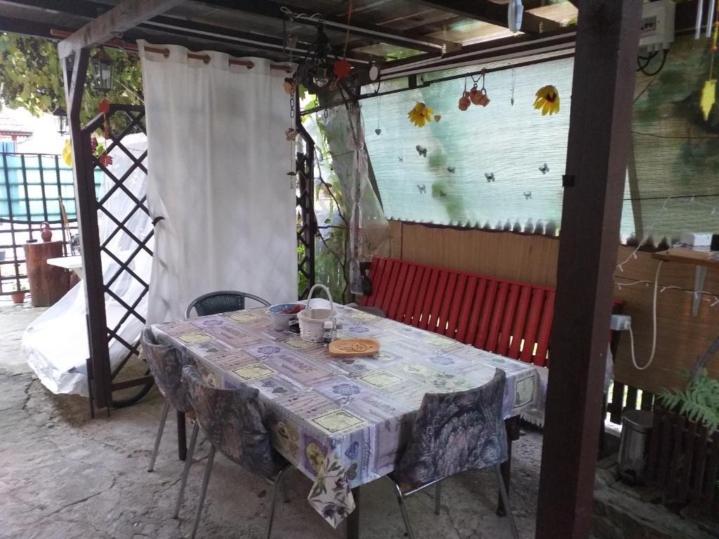 Un restaurant sau alt loc unde se poate mânca la Casa Rustic
