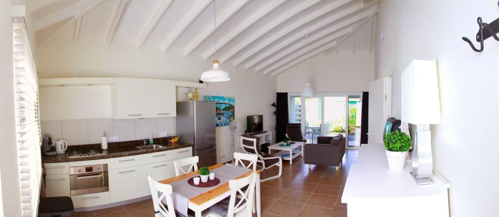A cozinha ou cozinha compacta de Sunhouse Curacao