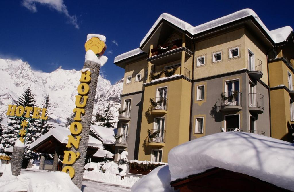Hotel Bouton d'Or - Courmayeur during the winter