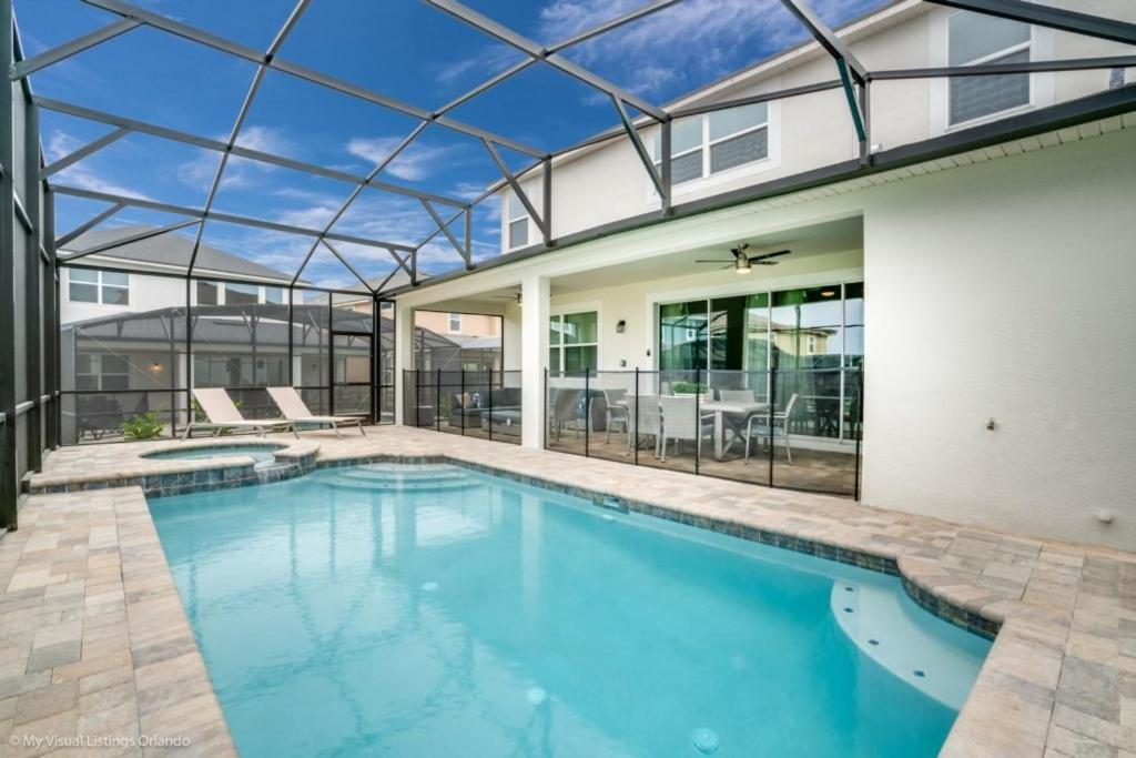 The swimming pool at or close to 1719Cvt Orlando Newest Resort Community Home Villa