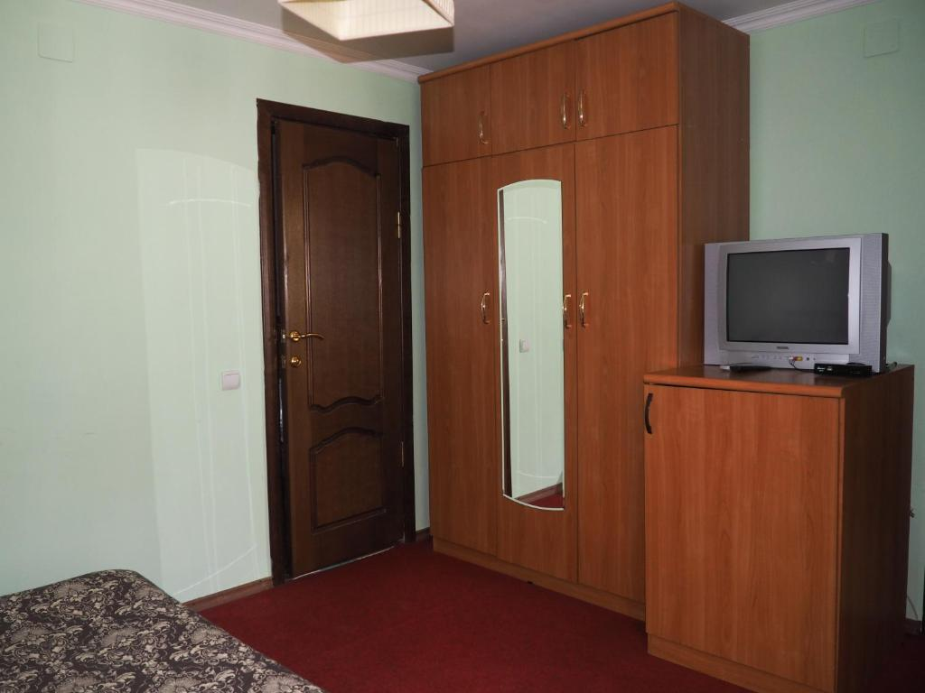 A television and/or entertainment center at Zvezdniy