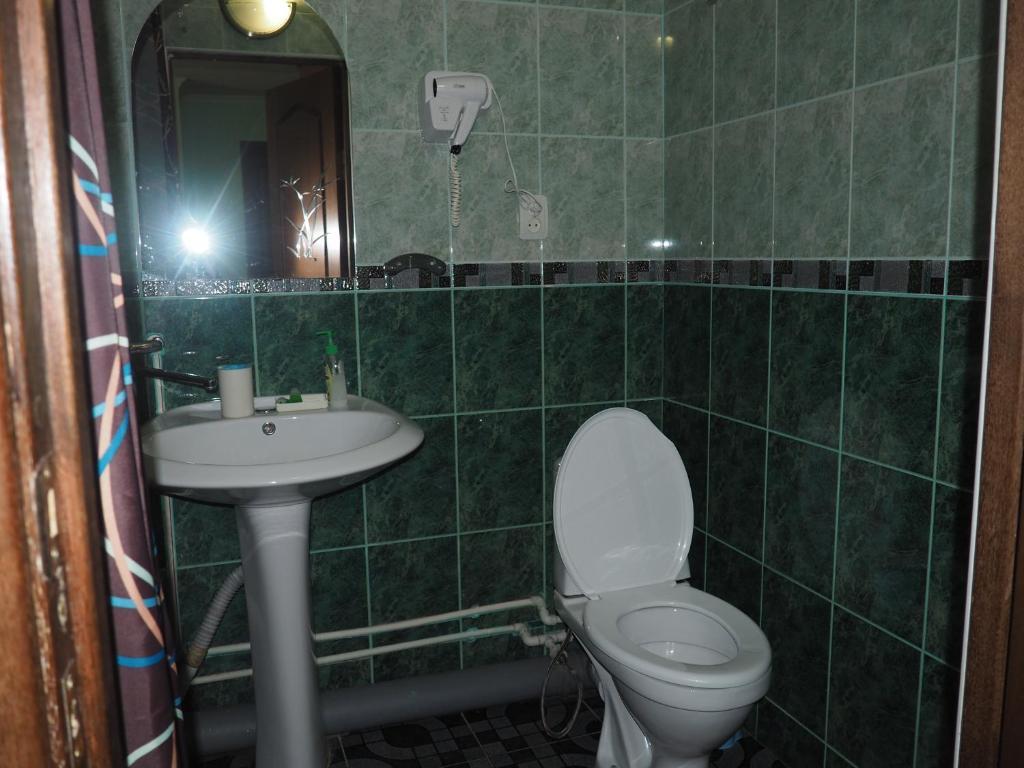 A bathroom at Zvezdniy