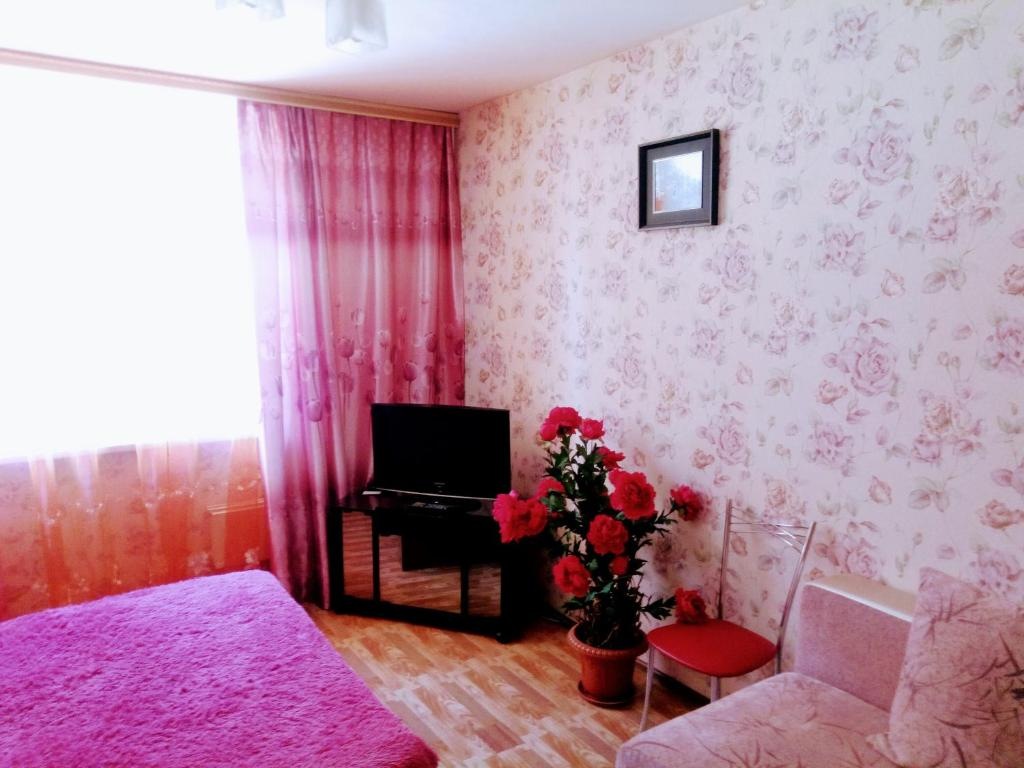 A television and/or entertainment center at Авиаторов 40
