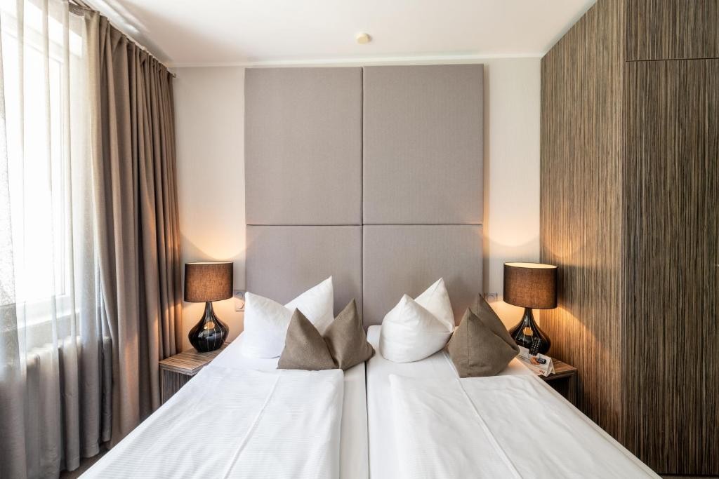 A bed or beds in a room at Art Hotel Aachen
