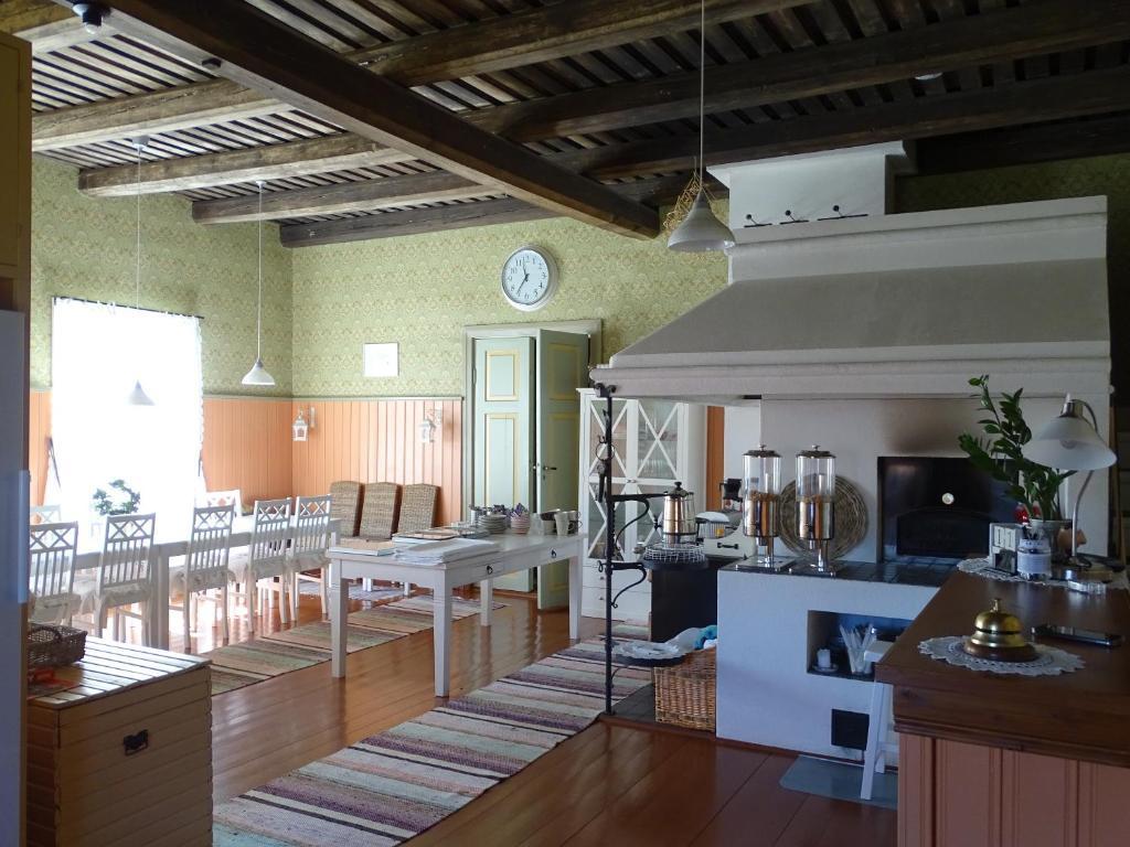 Majoituspaikan B&B Savikon Kartano ravintola tai vastaava paikka
