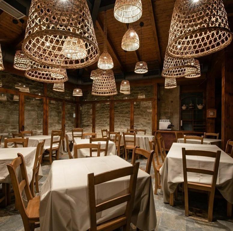 Un restaurante o sitio para comer en Pensión Biazteri
