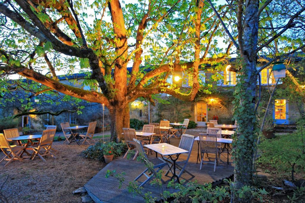 A restaurant or other place to eat at Hotel La Maison des Peyrat