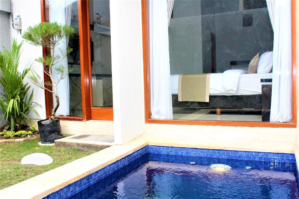 The swimming pool at or near Hoki villas