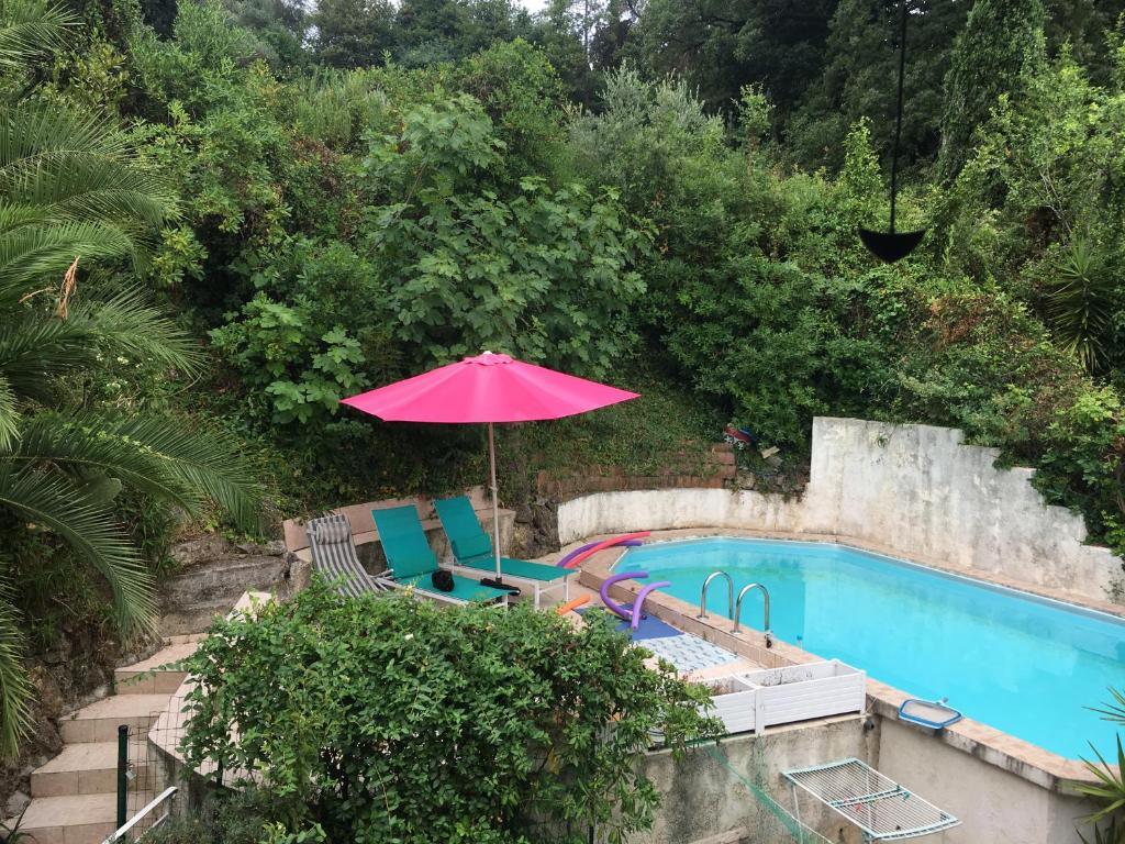 Le Cannet, Chambre à l'étage d'une maison avec piscine