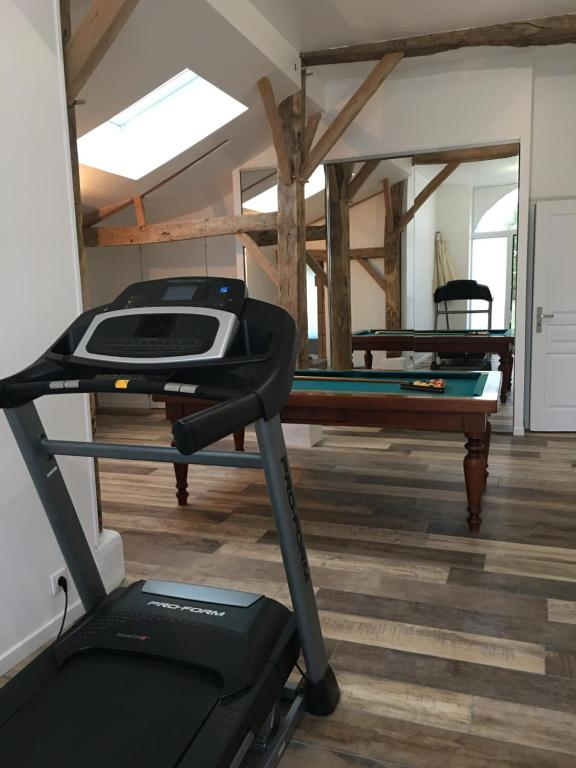 """The fitness center and/or fitness facilities at Gîtes """"Le Gazeau"""""""