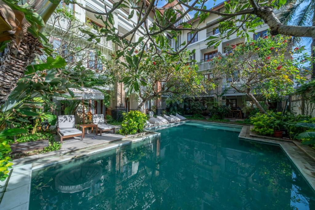 The swimming pool at or close to Sara Residence by Nakula