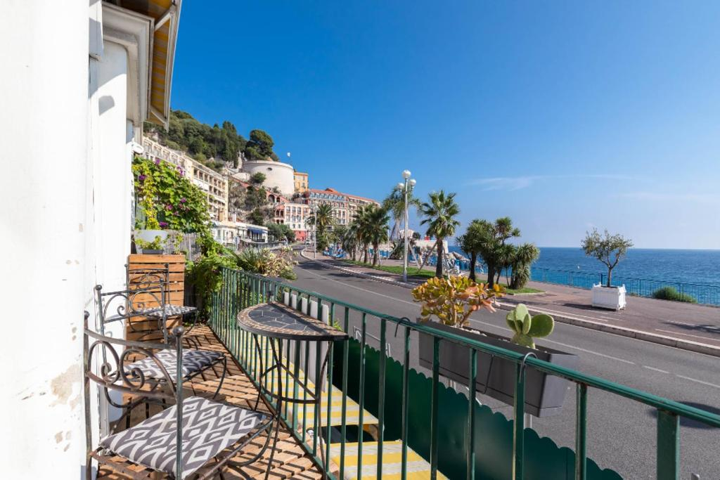 A balcony or terrace at 6 bedrooms seaview house, Old Town