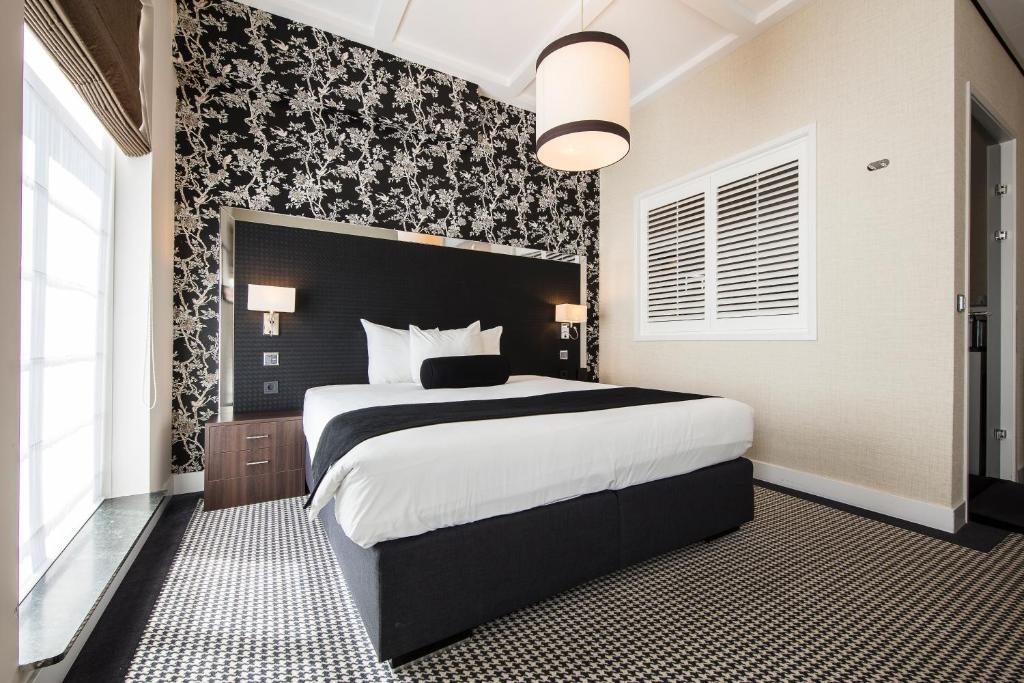 Een bed of bedden in een kamer bij Boutique Hotel Notting Hill
