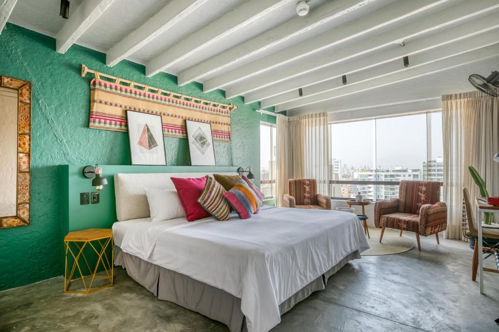 A bed or beds in a room at Selina Miraflores Lima