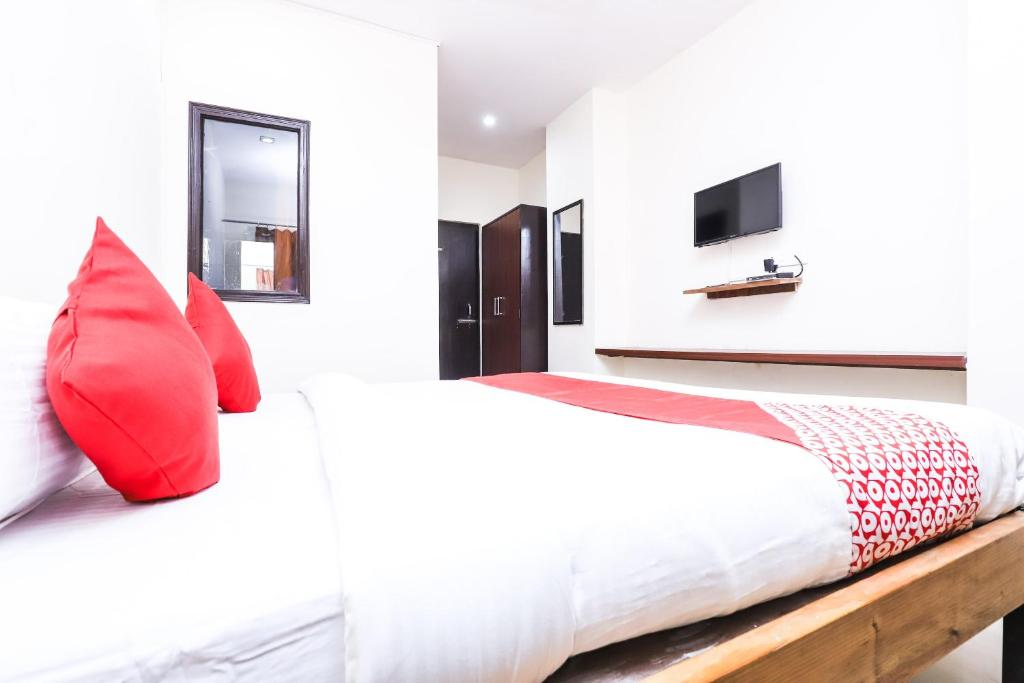 A bed or beds in a room at OYO 24852 Hotel Yuvraj