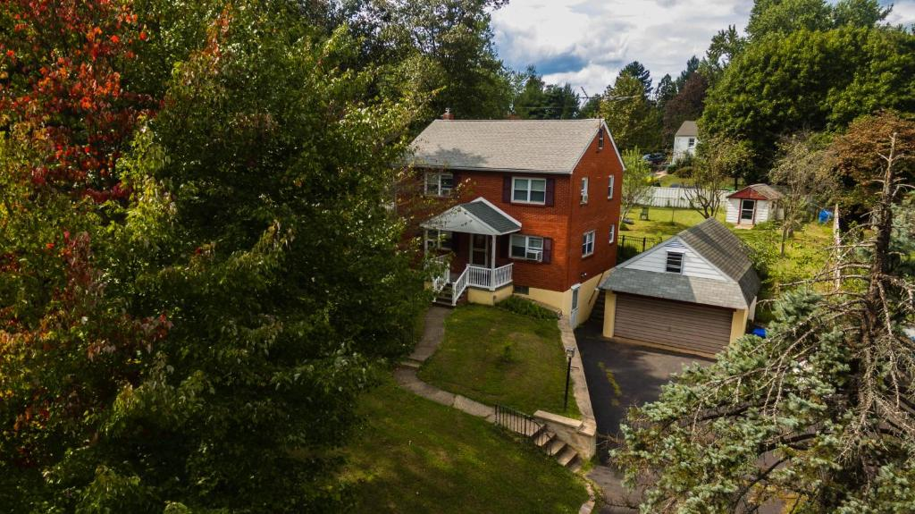 A bird's-eye view of Entire House for 6 people with Fenced Backyard near Doylestown
