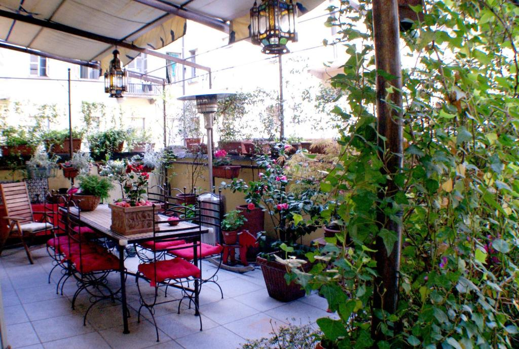 A restaurant or other place to eat at La Dimora di Sara - Provenza