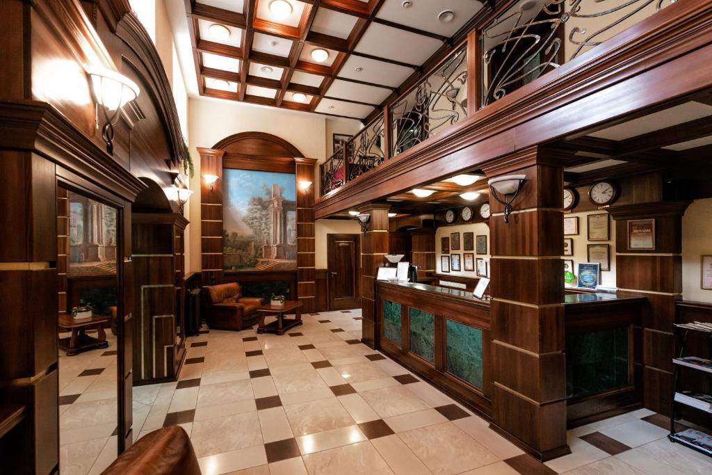 Лобби или стойка регистрации в Парк-отель Грааль Кемерово