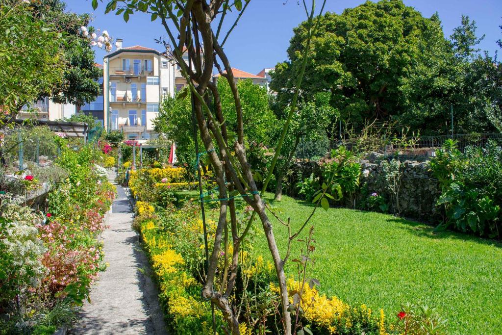 A garden outside Hotel Estoril Porto