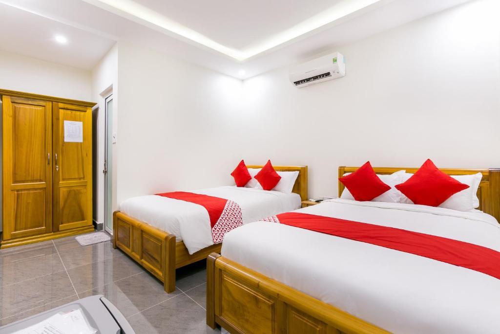 Giường trong phòng chung tại Rose Hotel