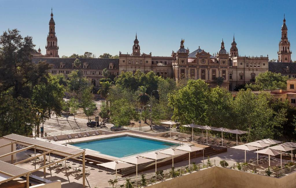 A view of the pool at Melia Sevilla or nearby