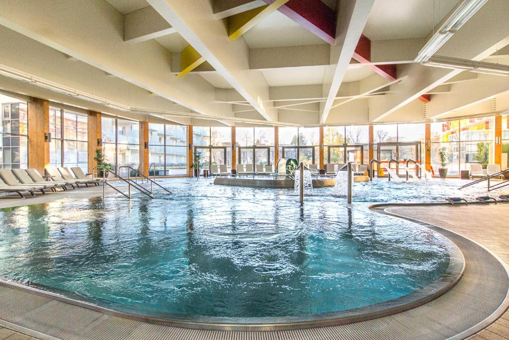 Basen w obiekcie Hotel Aquarius SPA lub w pobliżu