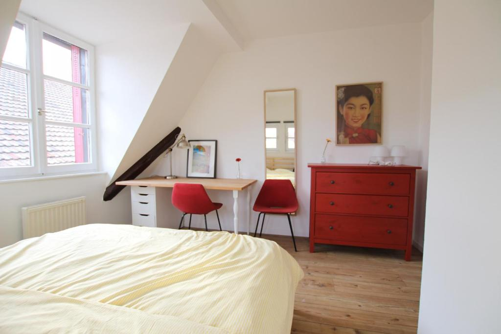A bed or beds in a room at Colmar City Center - Cosy Appartement BED' N' BREDALA Max