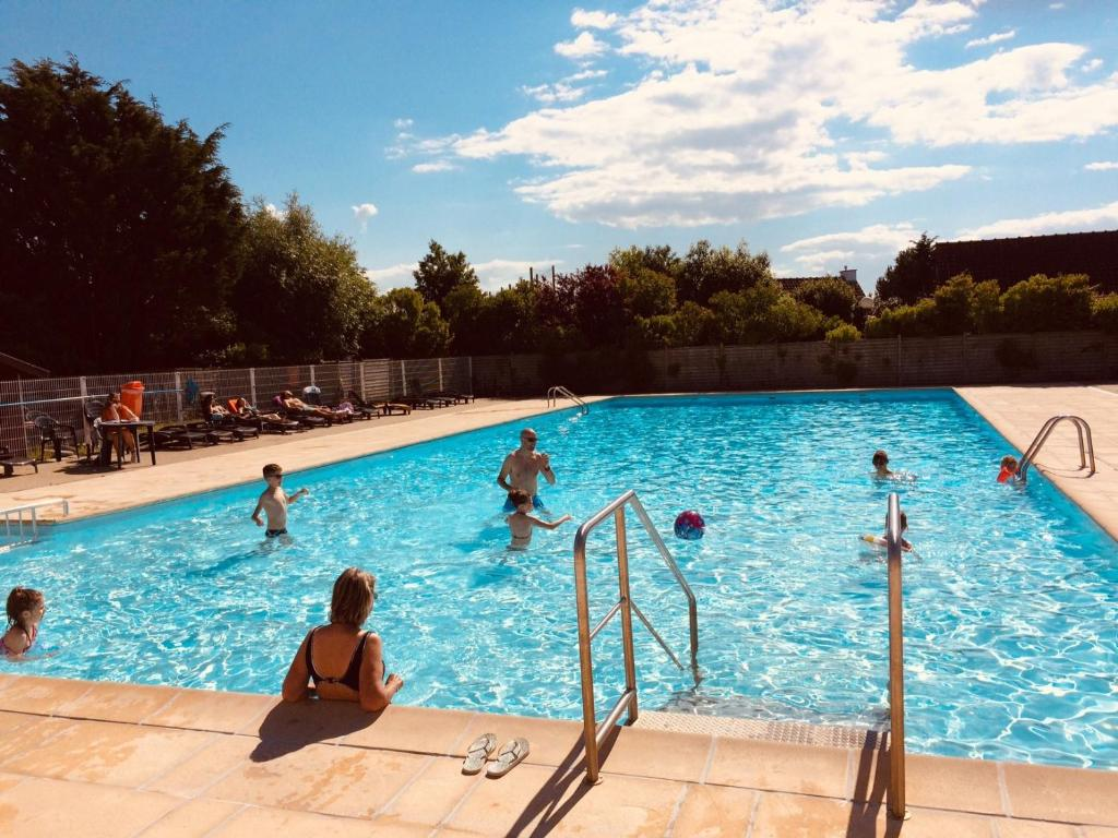 The swimming pool at or near Zeepark Zeewind