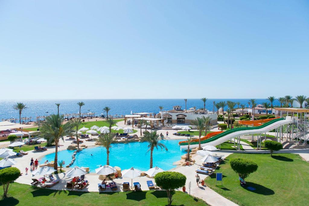 Uitzicht op het zwembad bij Shores Amphoras Resort of in de buurt