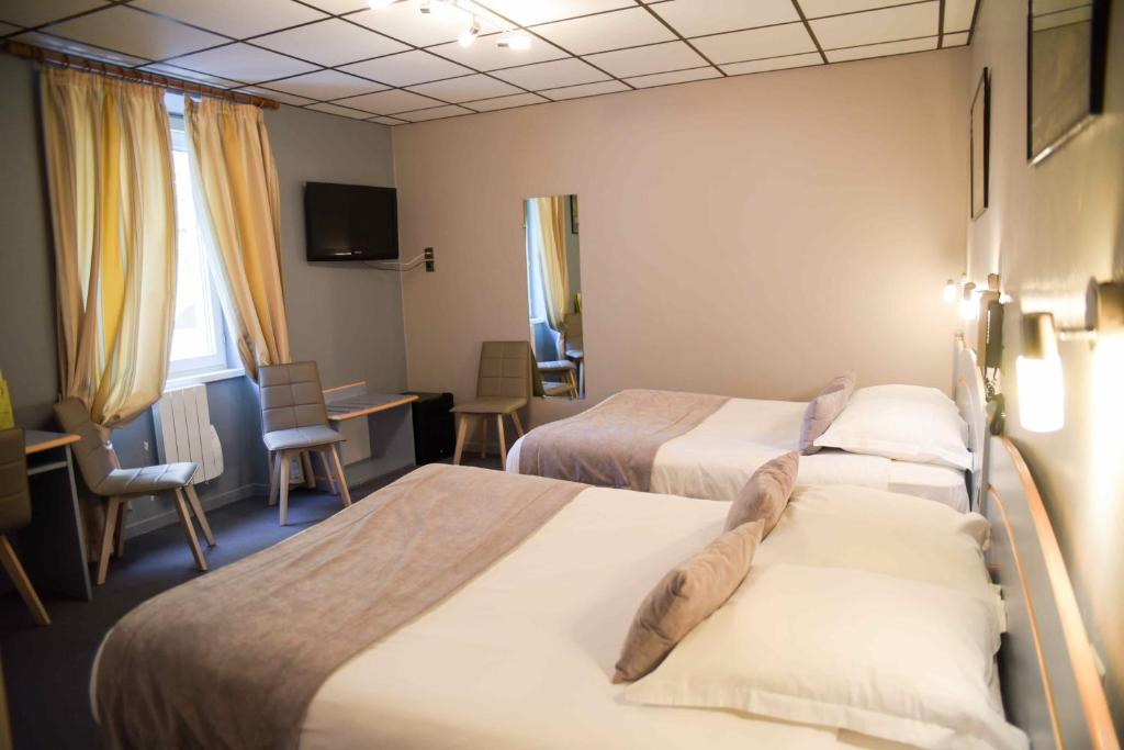 A bed or beds in a room at Azalées