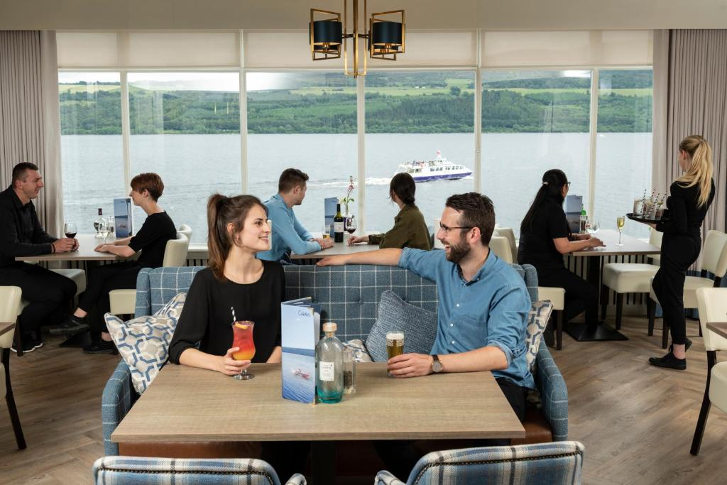 A restaurant or other place to eat at Loch Ness Clansman Hotel