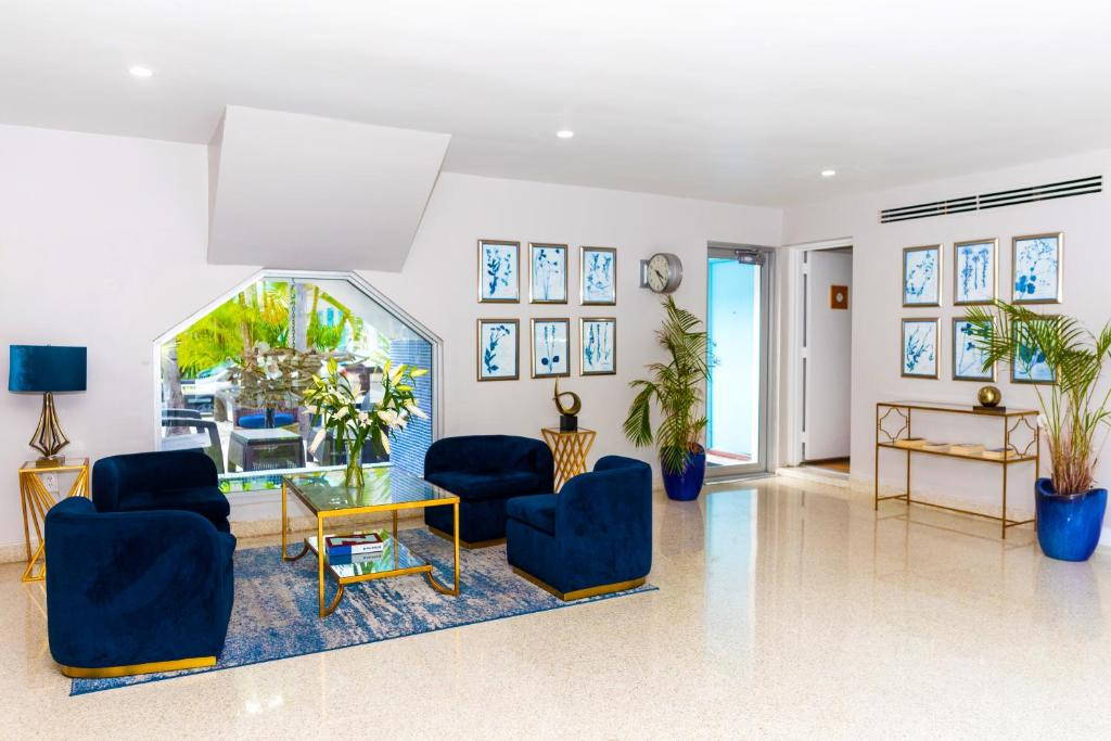 A seating area at Aqua Hotel & Suites