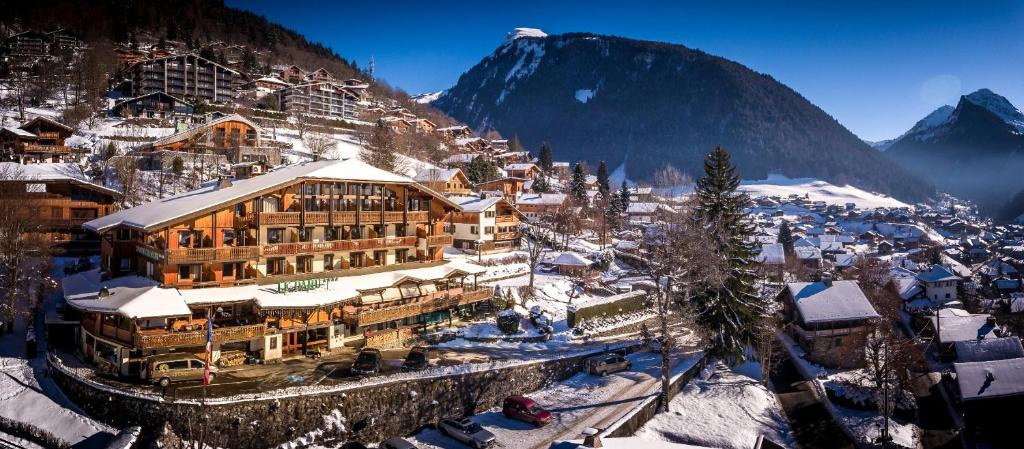 Le Dahu Hotel-Chalet de Tradition during the winter