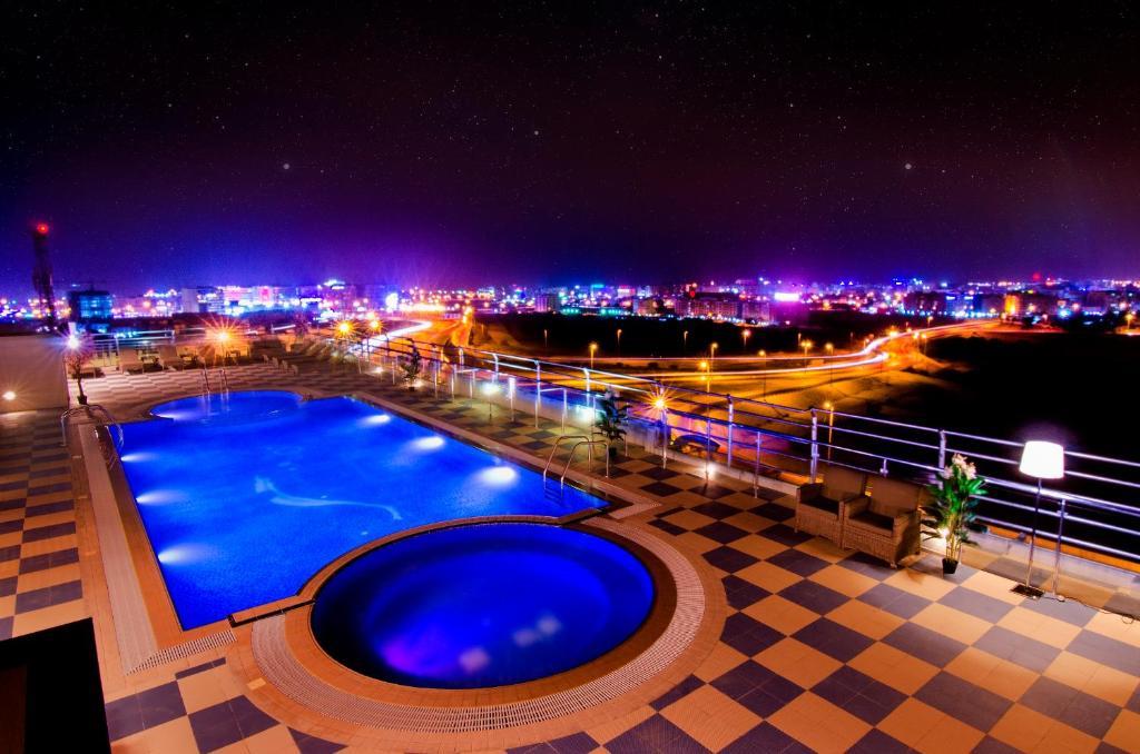 منظر المسبح في فندق المروج جراند - مسقط او بالجوار