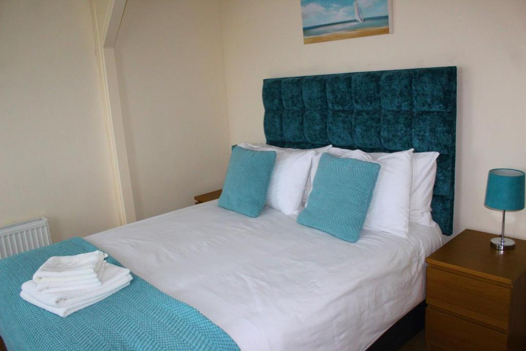 A bed or beds in a room at Beautiful Seaside Apartments