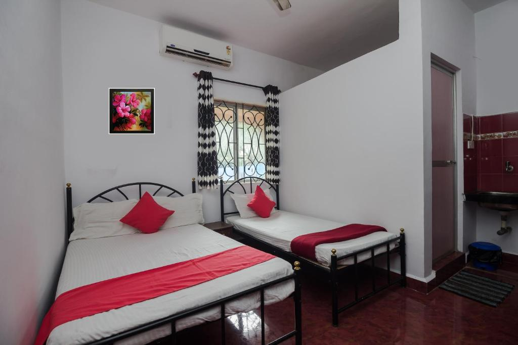 A bed or beds in a room at BAGA RIVER HOUSE
