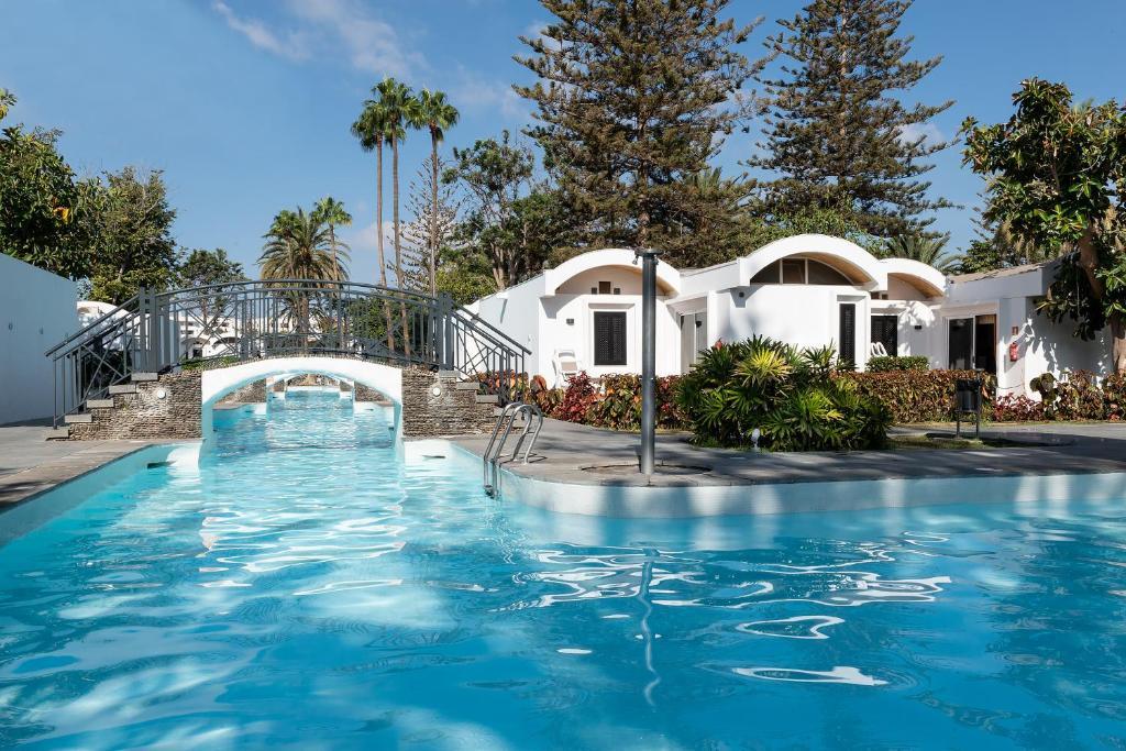 Het zwembad bij of vlak bij Bungalows Cordial Biarritz