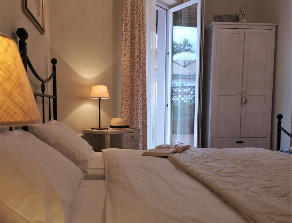 A bed or beds in a room at Villa Toscana