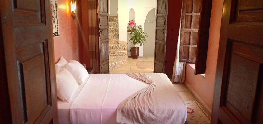 A bed or beds in a room at Riad Safia