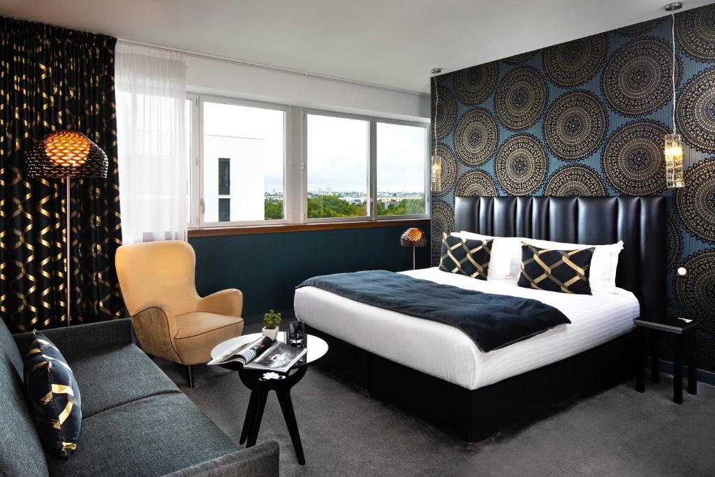 Un ou plusieurs lits dans un hébergement de l'établissement Best Western Plus Hôtel Isidore