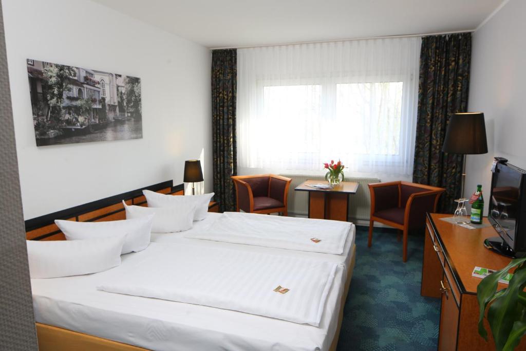 Ein Bett oder Betten in einem Zimmer der Unterkunft Airport Hotel Erfurt