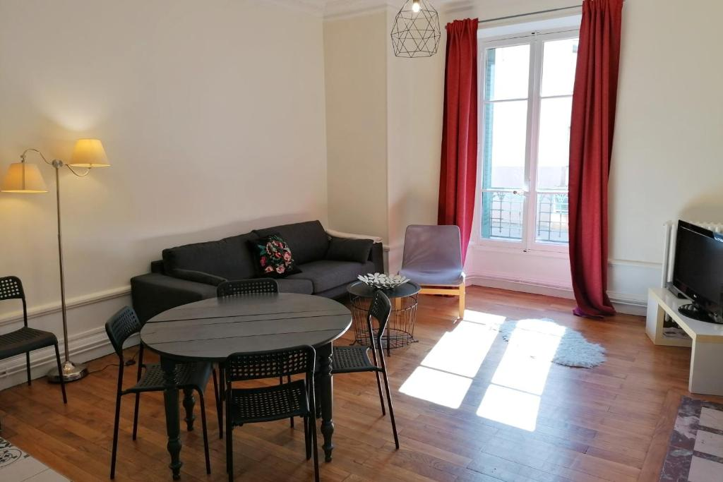 Superbspacious and quiet 4-rooms flat city center5 min walking gare #H9