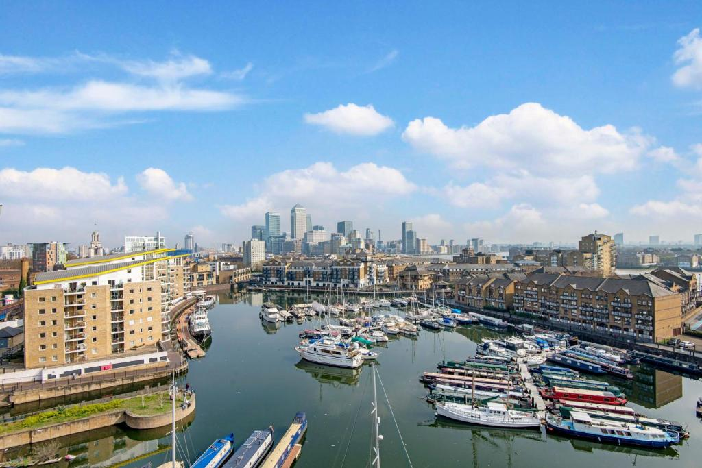 3 Bedroom apartment in Canary Wharf with Marina Views