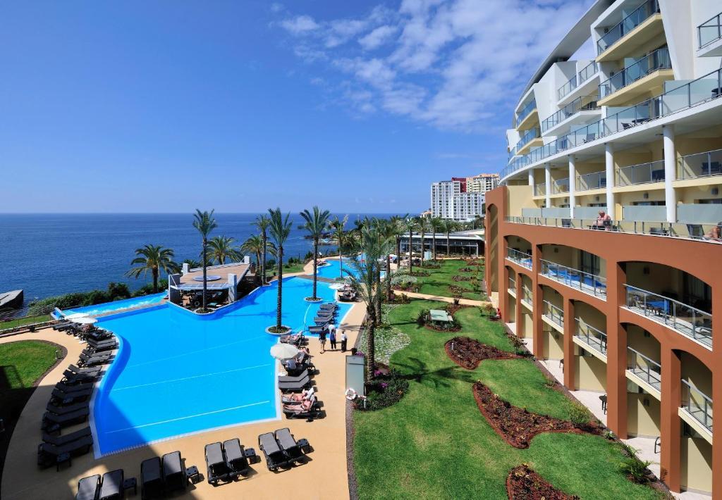 Uma vista da piscina em Pestana Promenade Ocean Resort Hotel ou nas proximidades