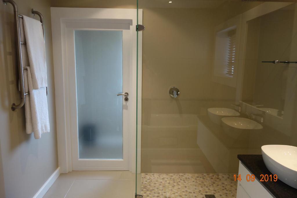 A bathroom at Twin Rivers Villa