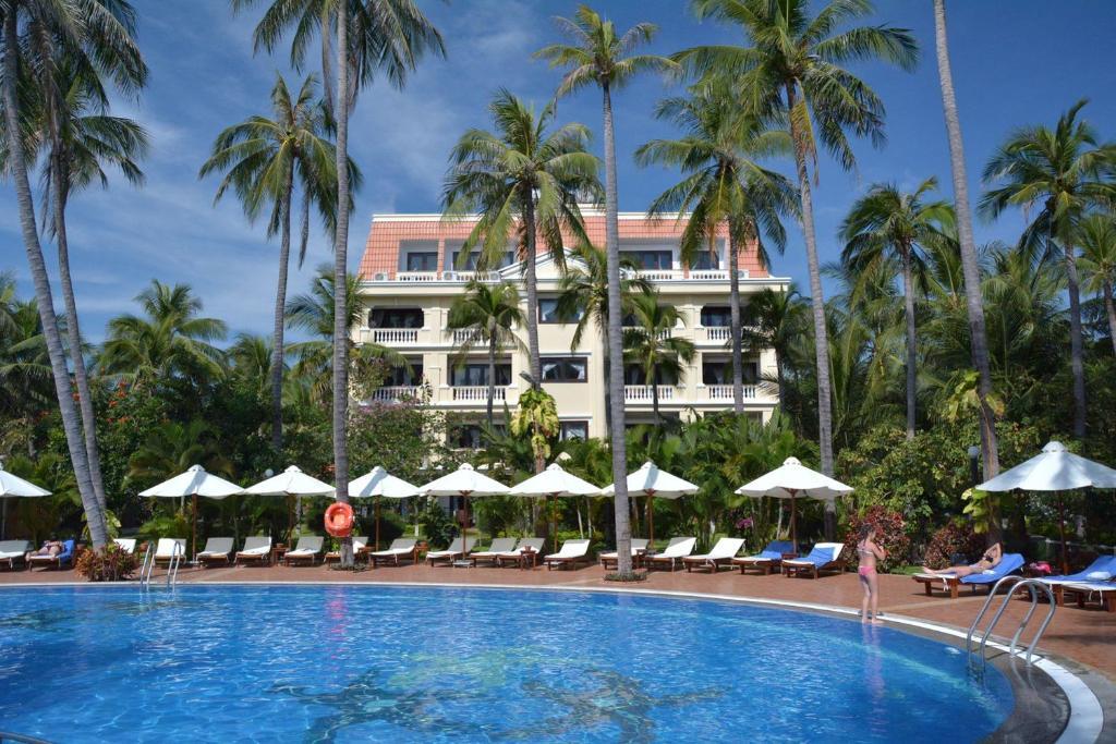 Бассейн в Dessole Beach Resort Mui Ne или поблизости