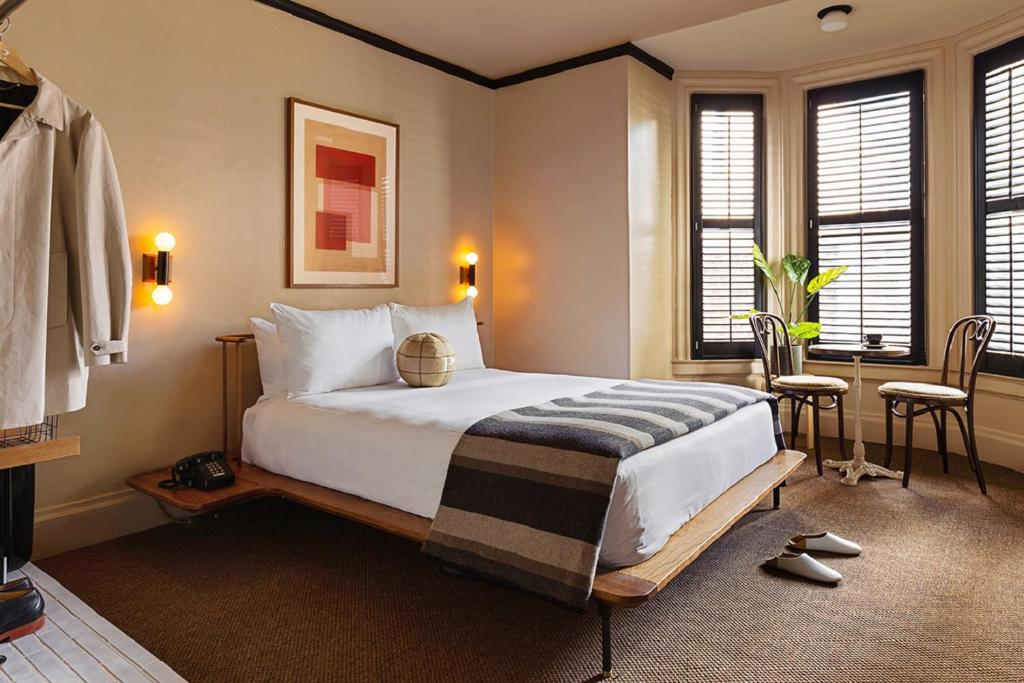 A bed or beds in a room at Palihotel San Francisco