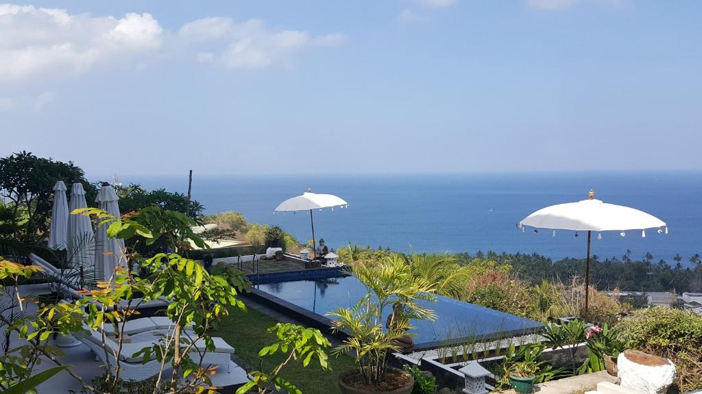 A view of the pool at Villa Aryaguna or nearby