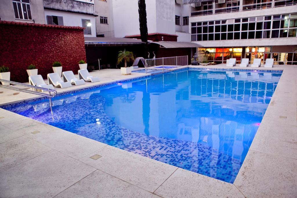 A piscina localizada em Ritz Plaza Hotel ou nos arredores