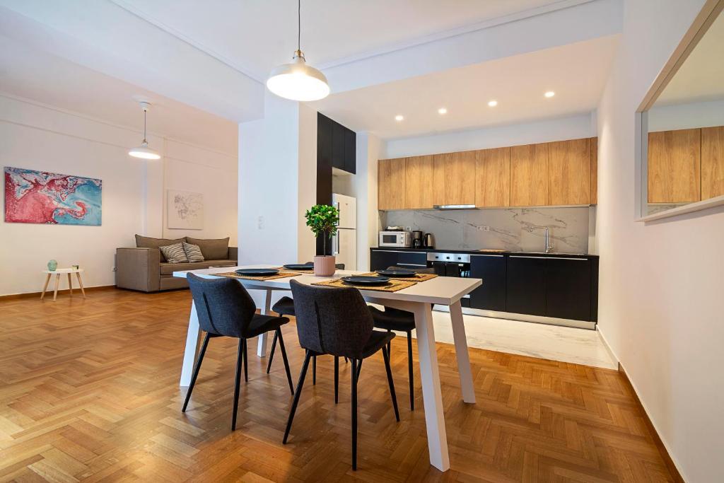 Zan Moreas, Beautiful apartment in Koukaki